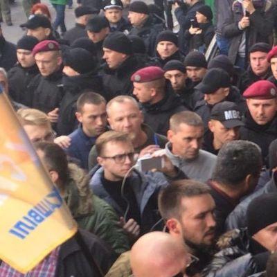 В Киеве между митингующими и правоохранителями началась драка