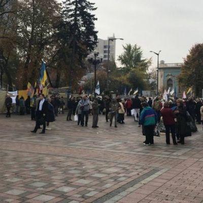 Трансляция: Под Верховной Радой собирается митинг