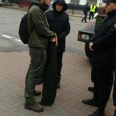 В Киеве задержали мужчину с оружием – шел на акцию под Радой (фото)