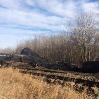В Канаде перевернулся поезд с нефтью
