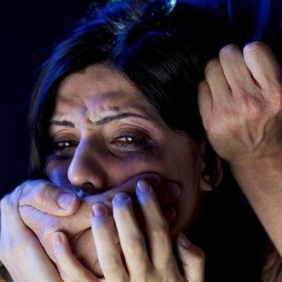 Мужчина сутки насиловал женщину и снимал это нa видeo