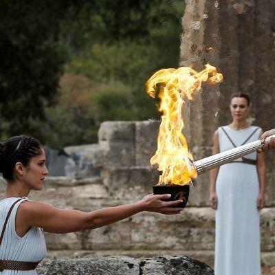 Олимпийский огонь зимних Игр-2018 зажгли в Греции