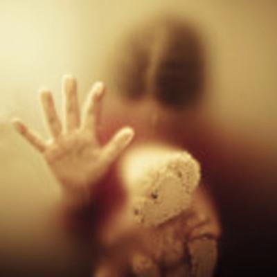 12-летнюю девочку избивали и два года прятали в квартире