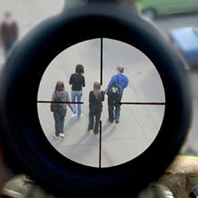 Неизвестный устроил стрельбу по людям: пострадало трое парней