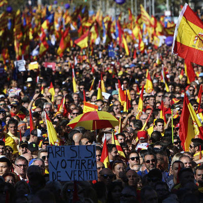 В Барселоне прошли массовые митинги против одностороннего признания независимости Каталонии (фото, видео)