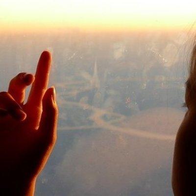 7-летняя девочка тайком и без билета попала в самолет