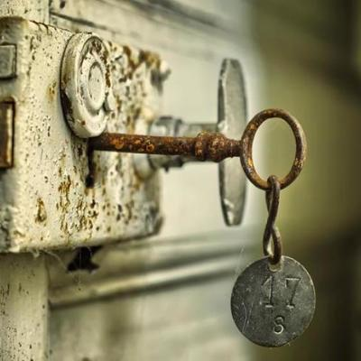 Правозащитники встревожены: австралийцы зашивают ключи под кожу