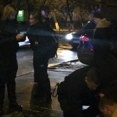 В Киеве мужчина четыре раза бросался под машины (фото)