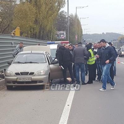 В Киеве в припаркованном авто нашли труп мужчины