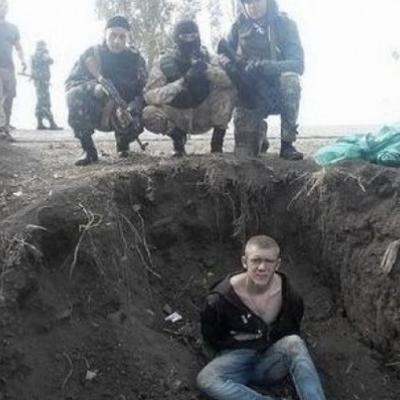 Потом меня положили под БТР и пытались переехать: всплыли свидетельства о зверствах ВСУ на Донбассе