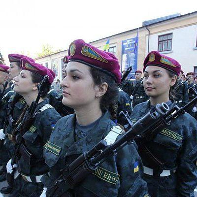 В Раде хотят разрешить женщинам командовать в армии