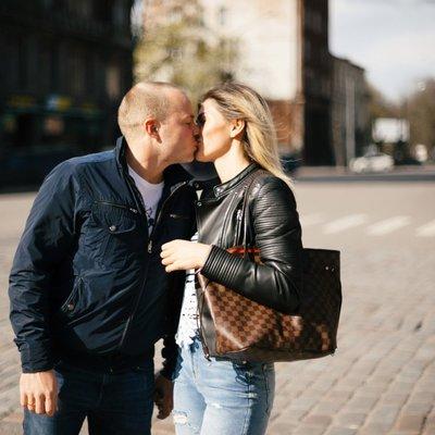 Киевлянка вызвала полицию из-за поцелуев незнакомой парочки