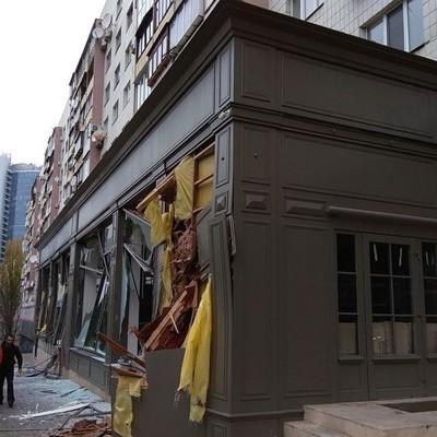 В центре Киева разнесли мебельный магазин (фото, видео)