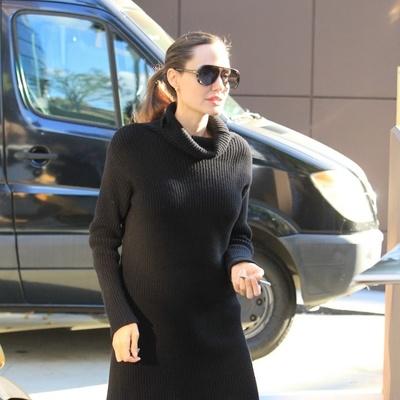 Анджелина Джоли шокировала поклонников худыми ногами