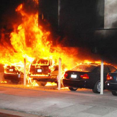 В Киеве поджигают автомобили чиновников (фото)