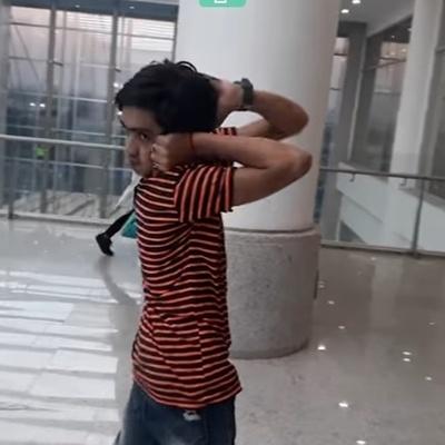 Сеть покоряет мальчик, умеющий смотреть назад (видео)