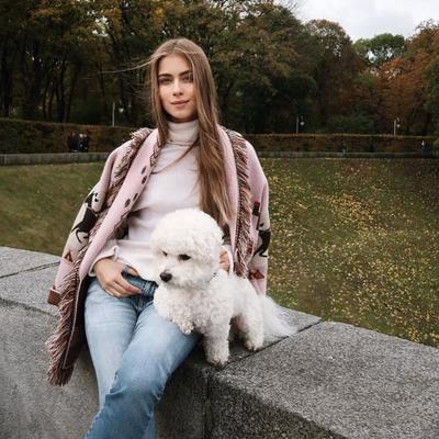 Внучка Софии Ротару в вышиванке произвела фурор в Лондоне