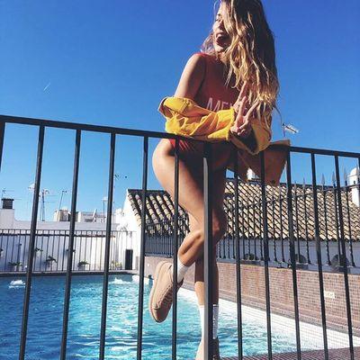 Сексуальная Регина Тодоренко показала шикарную фигуру в красном боди