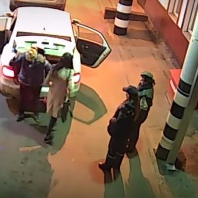 На границе Беларуси задержали машину россиян с украинкой в багажнике (видео)