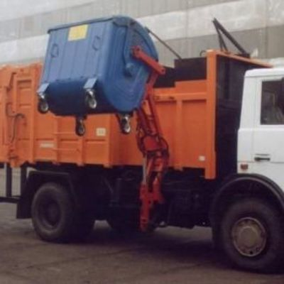 В Киеве в кузове мусоровоза прогремел взрыв
