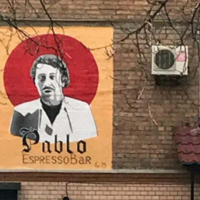 Столичному кафе дали три дня на удаление с фасада скандального изображения наркобарона (фото)