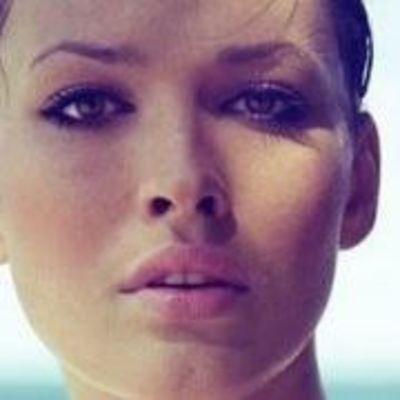 Даша Астафьева похвасталась пикантными снимками в мокрой майке