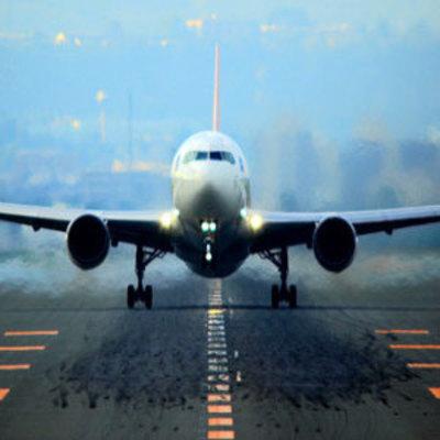 В Китае стюардесса выпала из самолета (видео)