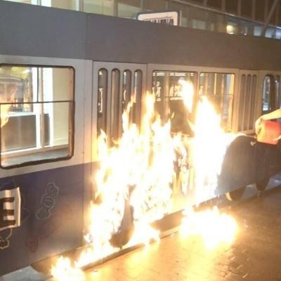 В Виннице возле Roshen активистка Femen подожгла трамвайный вагончик