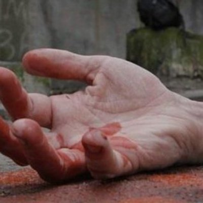 Перелом таза и пробитое легкое: киевский маршрутчик придавил женщину к троллейбусу