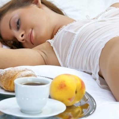 Съесть и проснуться: 4 бодрящих продукта на завтрак