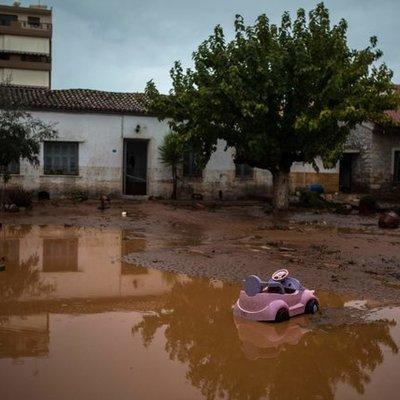 В Греции бушует стихия: 13 человек погибли (фото)