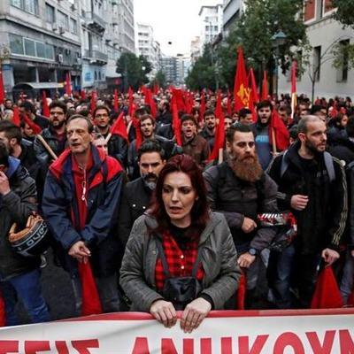 В Греции марш против хунты закончился столкновениями с полицией