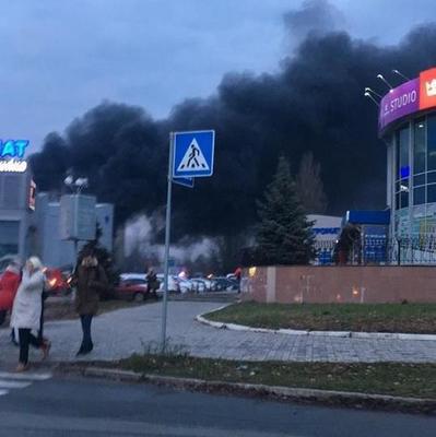 В Киеве горит «Агромат» на Булаховского (фото)