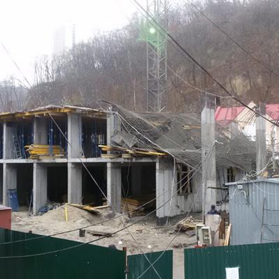 В самом сердце Киева обрушилось недостроенное здание