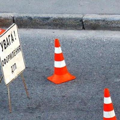 В Киеве на проспекте Победы столкнулись шесть машин