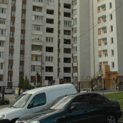 В Киеве парень покончил с собой, выбросившись с 13 этажа