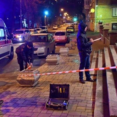 В центре Киева неизвестные подрезали мужчину (фото)