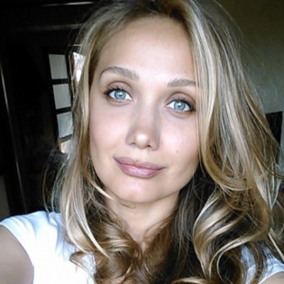 Мама Евгении Власовой прокомментировала фейк о смерти дочери