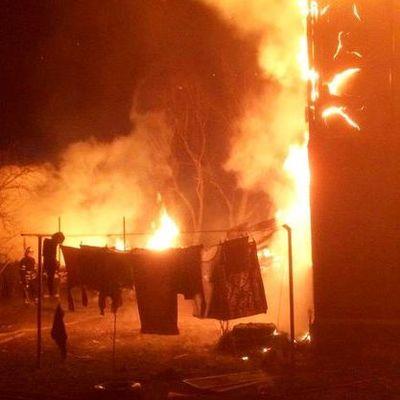 В Киевской области сгорели два многоквартирных дома (видео)