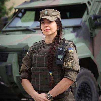 Полторак разрешил военнослужащим-женщинам носить сумочки