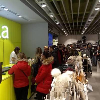 В киевских магазинах с самого утра «черная пятница», огромные очереди (фото)
