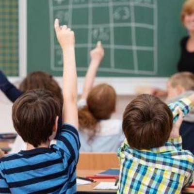 Ученики засняли учительницу, которая принимала наркотики прямо в классе