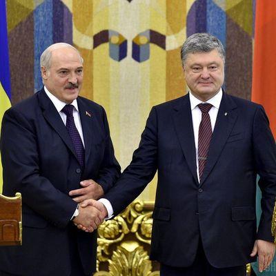 Лукашенко обвинил Порошенко в срыве договоренностей
