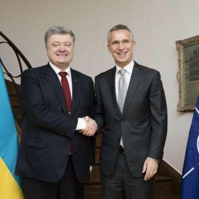 Порошенко обсудил со Столтенбергом углубление сотрудничества Украины с НАТО