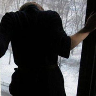 Женщина выпрыгнула из окна, узнав диагноз сына