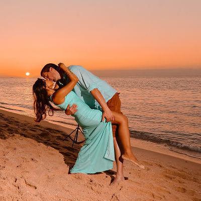 Влюбленная пара встречалась на расстоянии 8000 миль и делала похожие фото во время путешествий. Пока парень все не изменил