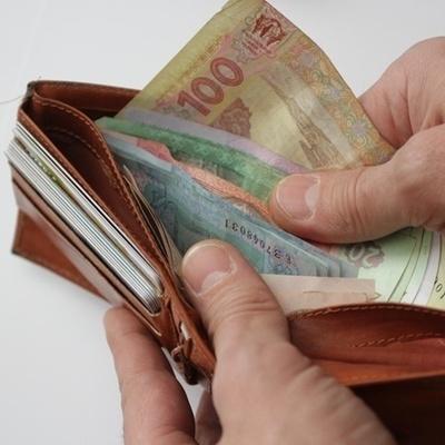 В октябре средняя зарплата украинца увеличилась до 7,4 тыс. гривен