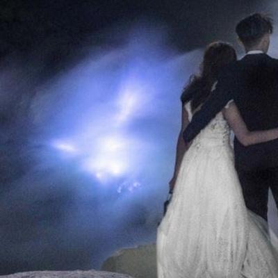 Влюбленные устроили свадебную фотосессию в вулкане