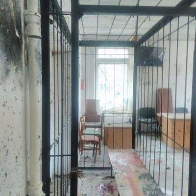 В Никополе мужчина взорвал гранаты во время суда об убийстве его сына, погибли люди
