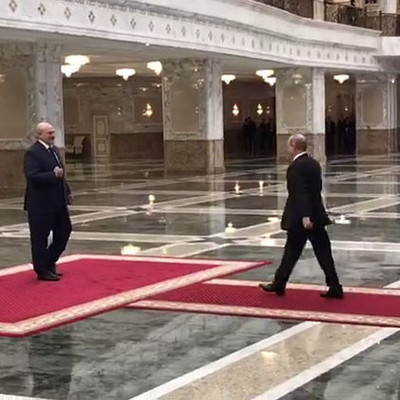Путин приехал к Лукашенко на высоких каблуках (видео)